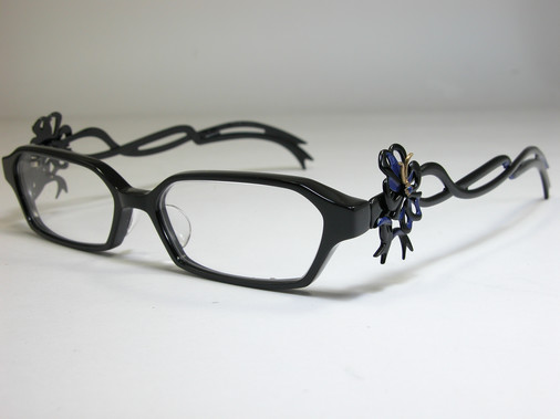 Want to look just like Bayonetta? You need these $400 frames ...